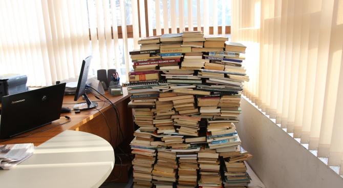 Община Банско дари 3000 книги на читалището в село Скребатно (снимки)