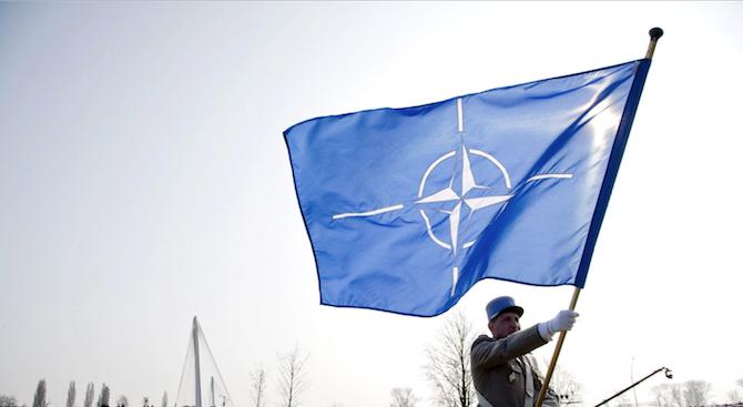 Знамето на НАТО бе издигнато пред сградата на правителството в Скопие