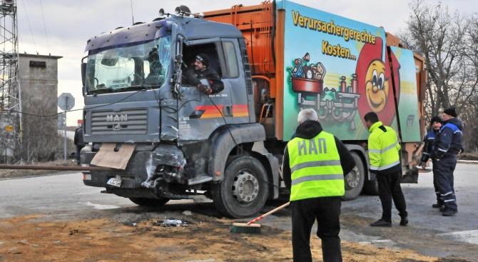 Мъж загина при катастрофа на два камиона в Силистренско