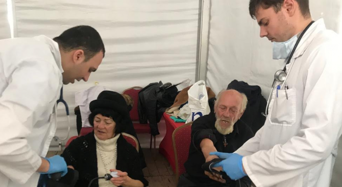500 души бяха прегледани безплатно от лекари в социалната кухня на Мая Манолова