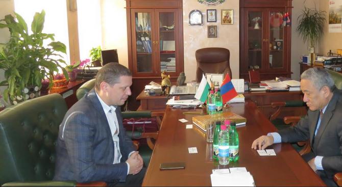 Илиан Тодоров се срещна с посланика на Монголия