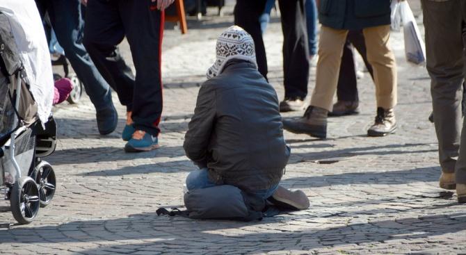 Майка зарязва детето на улицата, то хвана СПИН