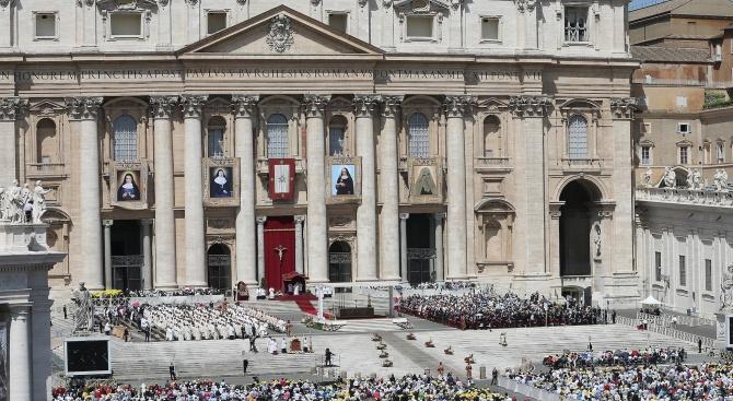 Книга: Във Ватикана бъка от гейове-хомофоби