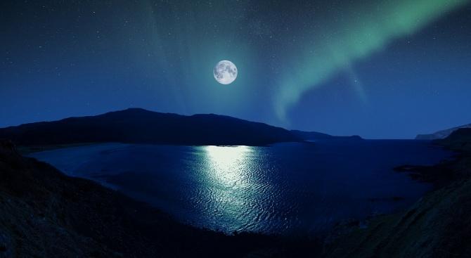Лунната вода притежава много и различни свойства. Как да си я направим?