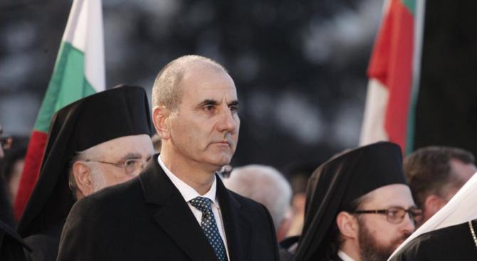 Цветан Цветанов се поклони пред Паметника на Васил Левски