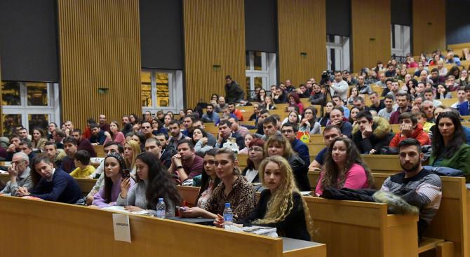 Все повече български студенти избират да кандидатстват в чужбина