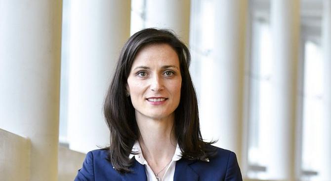 Мария Габриел: Високоскоростните 5G мрежи са от стратегическа важност за цифровата икономика и общество