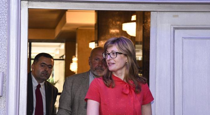Екатерина Захариева заминава на официално посещение в Полша