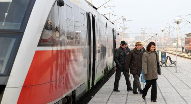 Пътници изпускат влакове заради нова система в БДЖ