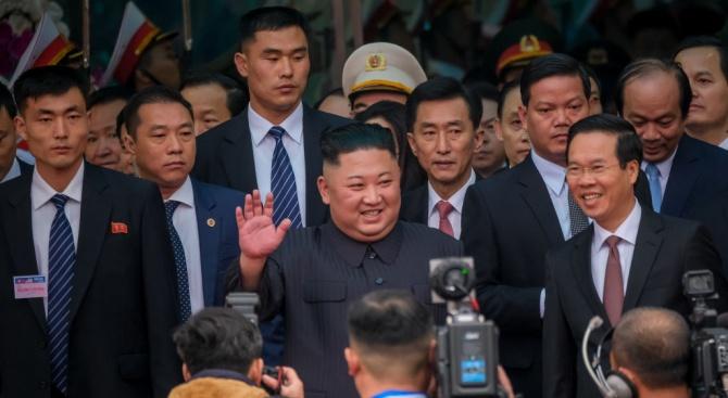 Заради Ким Чен-ун журналистите от САЩ трябваше да напуснат в последната минута хотела си в Ханой