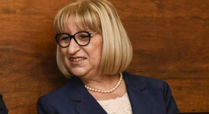 """Цецка Цачева ще открие """"синя стая"""" в Ловеч"""