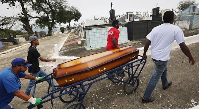 Пастор Алф Лукау показа как съживява мъртвец