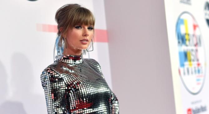 Тейлър Суифт ще бъде почетена на наградите на Айхарт рейдио