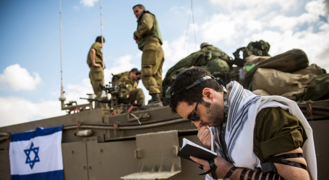 Автомобил се вряза в израелски военни на Западния бряг