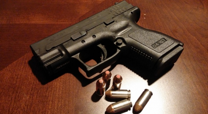 9-годишно момчесе простреля с пистолет, с опасност за живота е
