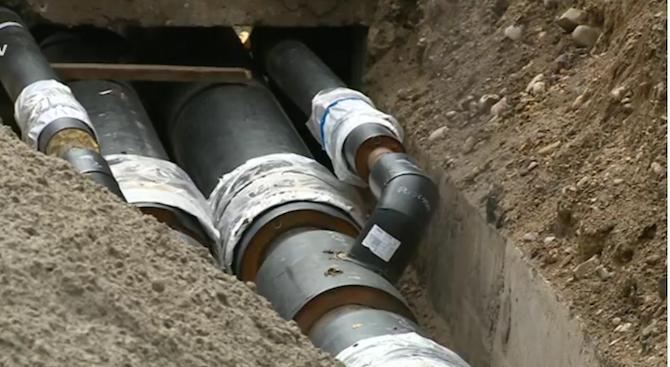 """Екипи на """"Топлофикация"""" отстраняват голяма авария на магистрален топлопровод в София"""