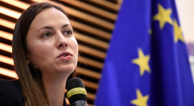 Ева Майдел: Българските граждани ще плащат десетократно по-малки такси за преводи в евро