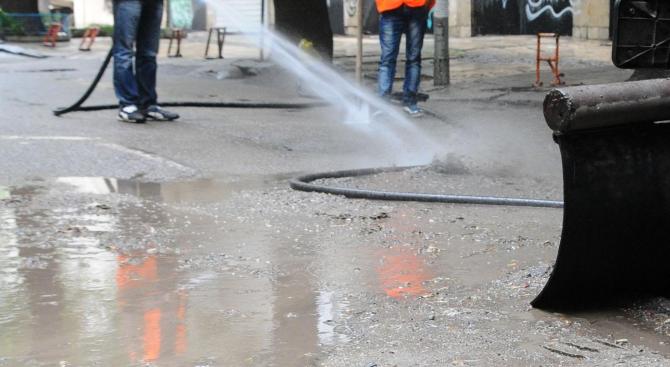 Мият улици и булеварди в Благоевград