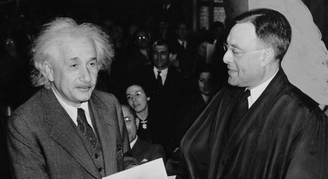 Представиха непоказвани писма на Алберт Айнщайн