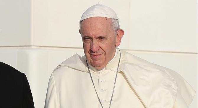 Самоуки художници рисуват картина за папа Франциск, който ще посети Раковски през месец май