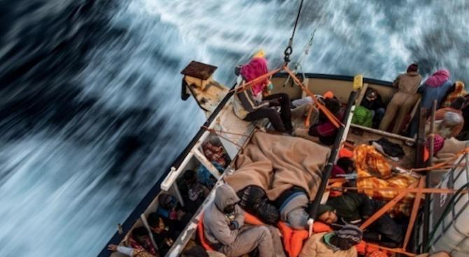 Трима мигранти, сред които две деца, загинаха в морето край гръцкия остров Самос