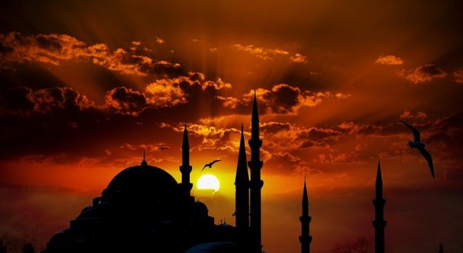 Отслужиха първа молитва в новата най-голяма джамия в Турция
