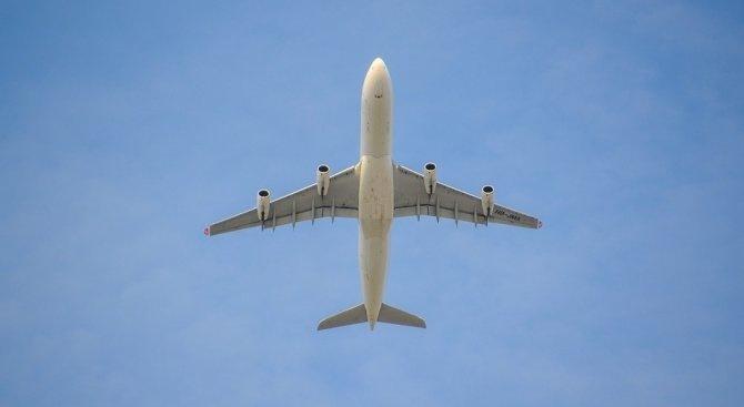 Канадски самолет кацна аварийно на летище Нюарк в щата Ню Джърси