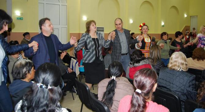 Цветанов присъства на тържество по случай 8 март във великотърновското село Пчелище