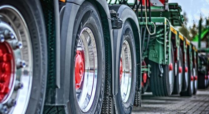 ЕК публикува анализ за нуждата от безопасни паркинги за камионите