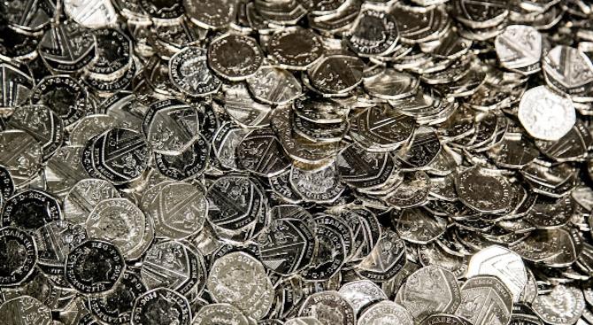 Стивън Хокинг бе почетен с нова монета от 50 пенса