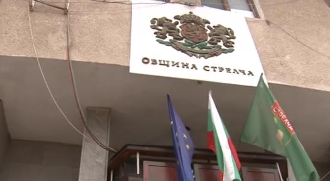 Общински съветници от Стрелча: Кметът е проверяван заради злоупотреби при ремонти на улици
