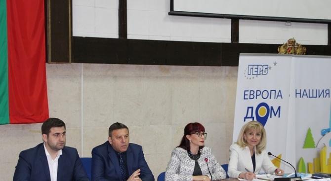 """Петя Аврамова: 40,6 км от АМ """"Струма"""" остават за доизграждане"""