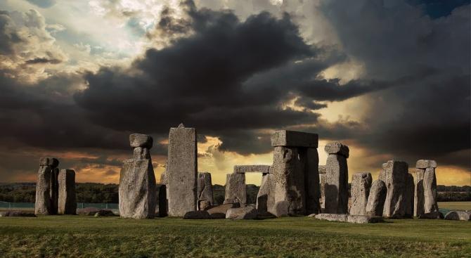 Археолози откриха следи от древни пиршества около Стоунхендж