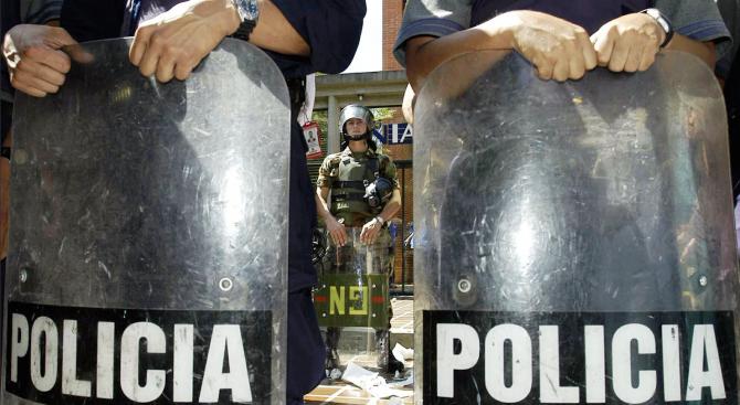 Полски журналист е бит от венецуелската полиция