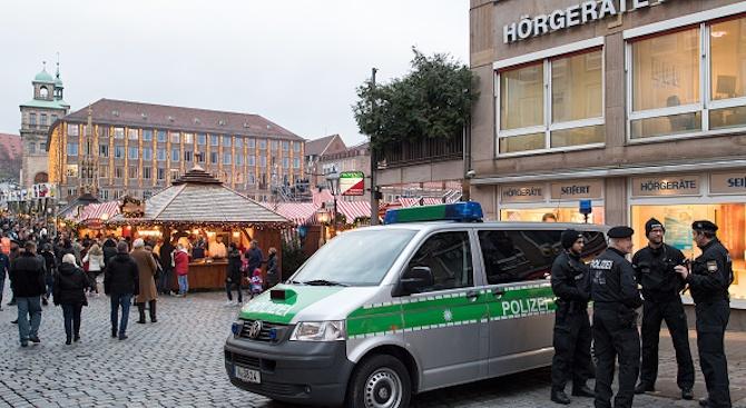 Близо 2000 престъпления срещу бежанци са били регистрирани в Германия миналата година
