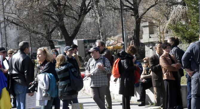 Протестно шествие мина през главните институции в София