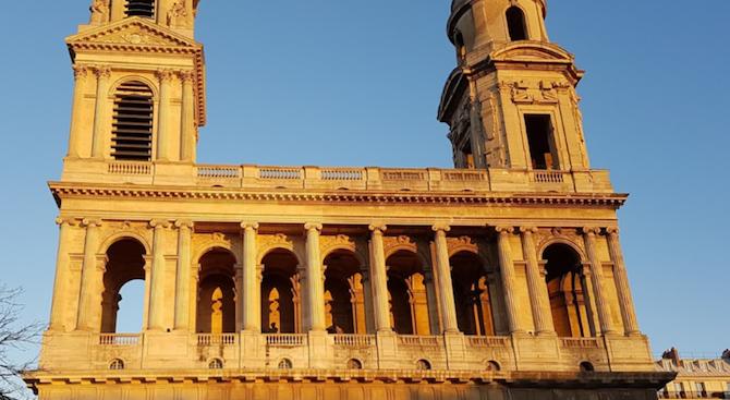 Пожар избухна в историческа църква в Париж