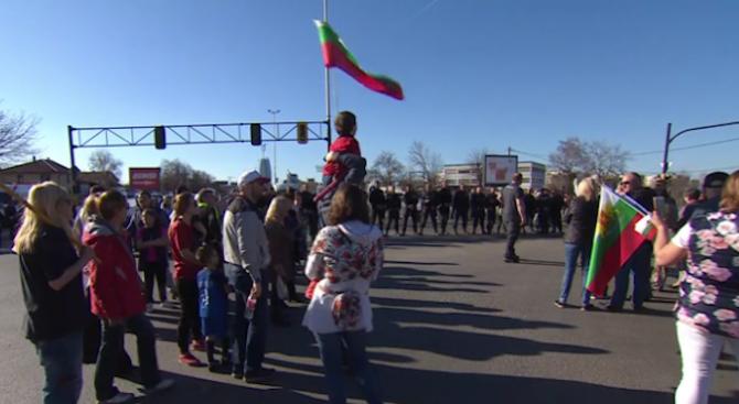 """Жители на """"Горубляне"""" блокираха столичното """"Цариградско шосе"""""""