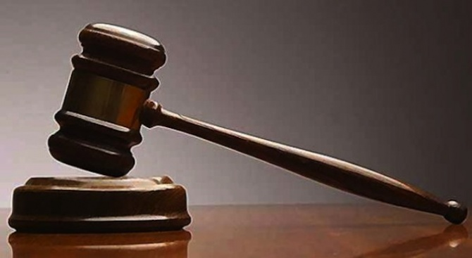 Съдят мъж за грабеж на златни обици и теглене на пари от картата на пострадалата