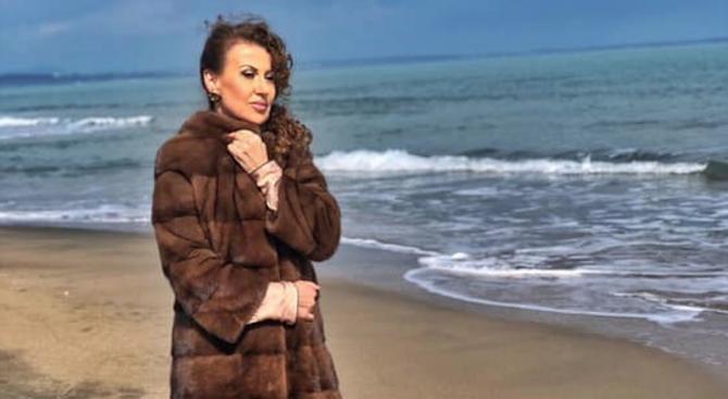 Илиана Раева празнува рожден ден на морето