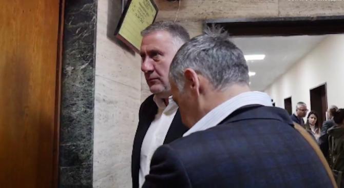 Жоро Плъха нахлул да краде в имота на д-р Димитров надрусан, близки на крадеца поискаха обезщетение от 150 бона