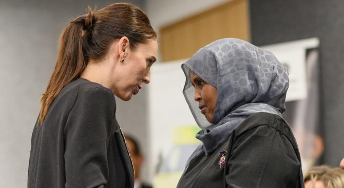 Ню Йорк таймс: Стрелбата в Крайстчърч е повратна точка и за новозеландския премиер Джасинда Ардърн, и за страната