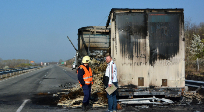 Хърватски камион изгоря на магистрала Марица