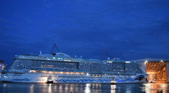 Евакуират 1300 пътнициот аварирал круизен корабкрай Норвегия