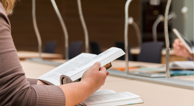 Писменият изпит по журналистика за кандидат-студенти е днес в Софийския университет