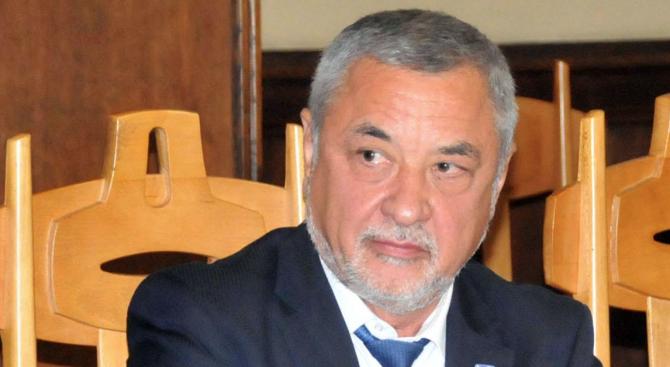 Валери Симеонов: Няма абсолютно никакво основание за оставката на Цецка Цачева