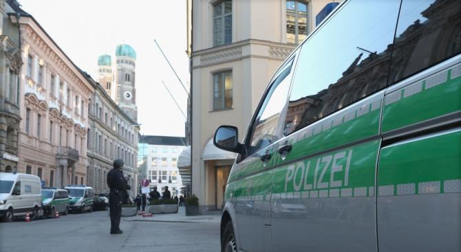 Флашмоб предизвикасблъсъци с полициятавъв Франкфурт