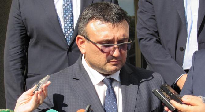 Младен Маринов: Разследваща полицайка е задържана при акцията в Благоевград