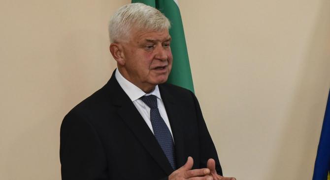 Министър Ананиев проведе среща с представители на протестиращите фелдшери