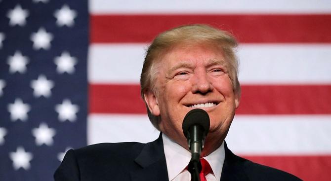 """Тръмп похвали Мълър, че  си свършил """"почтено""""  работата по разследването"""